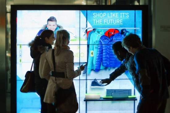 Projection-mapped mannequins & interactive window displays
